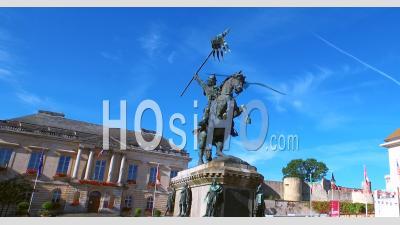Statue De Guillaume Le Conquérant Vu Par Drone