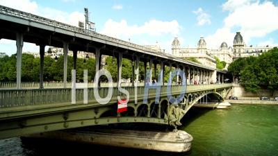 Timelapse Of Bir-Hakeim Bridge, France