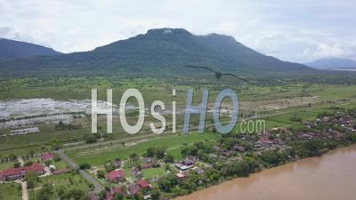 Village Champassak Sur Le Mékong, Vu Du Drone