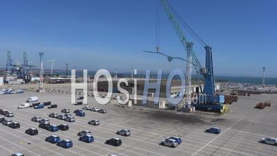 Parking Voitures Au Terminal Conteneurs Du Port , Vidéo Drone