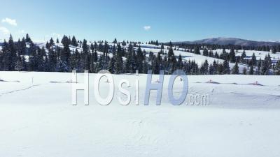 Piste De Ski Enneigée - Vidéo Drone