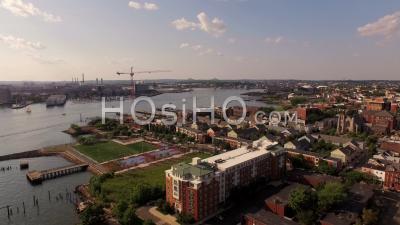 Boston Massachusetts Vol Bas à L'est De Boston, Panoramique à Gauche Avec Vue Sur La Ville. - Vidéo Drone