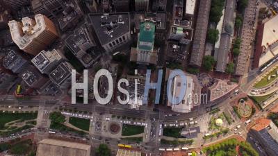 Boston Massachusetts Flying Vertical Shot Regardant Le Centre-Ville. - Vidéo Drone