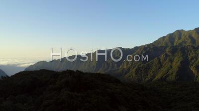 Montagnes Luxuriantes De L'île De Madère Drone Vidéo Portugal - Vidéo Drone
