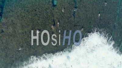 Surfer Sur L'île De Gili Près De Bali En Indonésie - Vidéo Drone