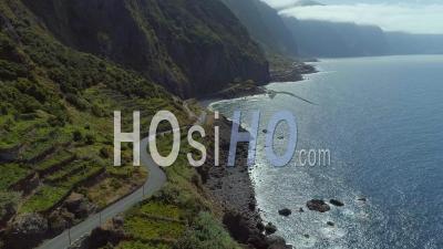 Route Sinueuse Et Terrain Montagneux Île De Madère Drone Vidéo Portugal - Vidéo Drone