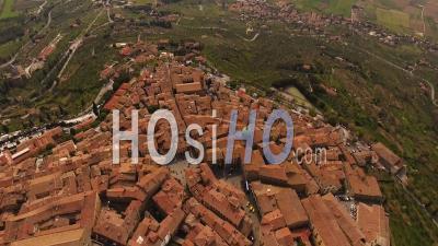 Vidéo Aérienne Du Village De Cortona Parmi Les Collines De La Toscane, Italie - Vidéo Drone