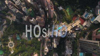 Hong Kong Survolant Le District Central En Regardant Verticalement. - Vidéo Drone