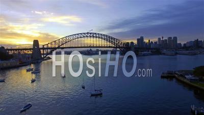 Sydney Harbour Bridge Pendant Le Lever De Soleil Sur Le Drone Vidéo Australie - Vidéo Drone