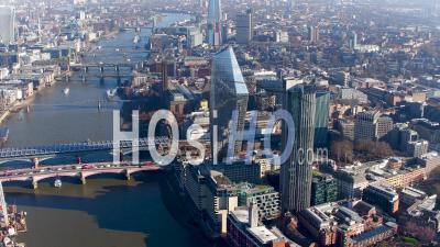 Vue Aérienne De Blackfriars Et De La Tamise Avec La Ville De Londres En Arrière-Plan, Londres Filmée Par Hélicoptère En Hiver, Londres, Londres, Royaume-Uni