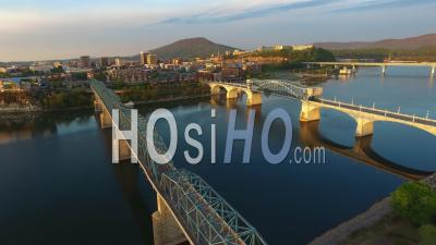 Walnut Street Bridge Et Hunter Museum à Chattanooga Dans Le Tennessee - Vu Par Drone