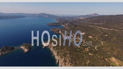 Photo Aérienne D'une Magnifique île D'elbe Avec Sa Magnifique Mer Paradisiaque En Toscane, Italie, 4 K - Vidéo Drone
