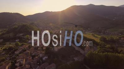 Images Aériennes, Une Ancienne Ville De Vicopisano En Toscane, Italie, Au Coucher Du Soleil 4k - Vidéo Drone
