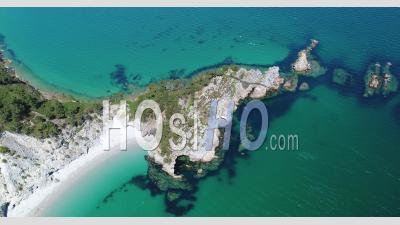 Ciel Bleu Et Eaux Bleues De La Presqu'île De L'île Vierge à Saint Hernot