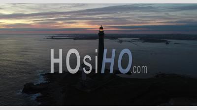 Lever De Soleil Sur Le Phare De L'ile Vierge En Bretagne
