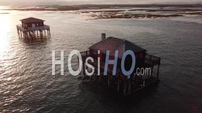 Deux Cabanes Tchanquées, Bassin D'arcachon, France - Vidéo Drone
