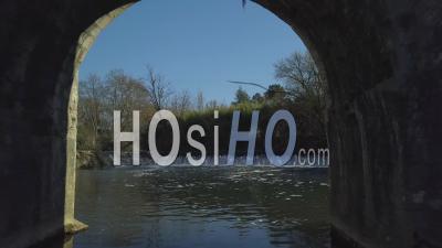 Le Pont Et Le Moulin Fortifié à Barbaste, Lot Et Garonne, Vue Aérienne- Vidéo Drone