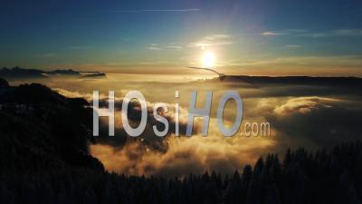 Coucher De Soleil Sur Le Mont Revard En Hiver, France, Vidéo Drone