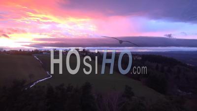Coucher De Soleil Sur Le Village De Saint-Just-Malmont, Vidéo Drone