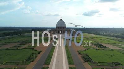 Yamoussoukro Basilica Gardens - Video Drone Footage