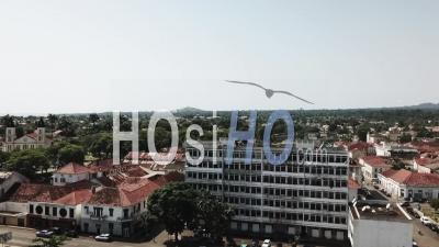 Sao Tome Bay, Vieux Bâtiment - Vidéo Drone
