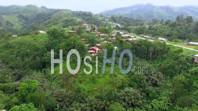 Belles Collines Verdoyantes à L'ouest Du Cameroun - Vidéo Drone
