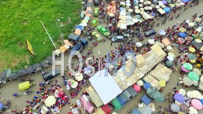 Sur Les Parapluies Du Marché Central, Douala - Vidéo Drone