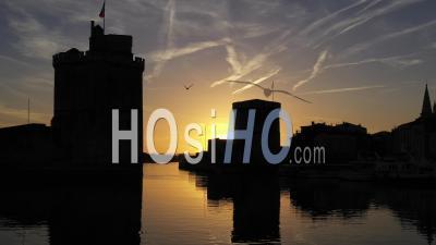 Vieux Port De La Rochelle Au Coucher Du Soleil - Vidéo Drone