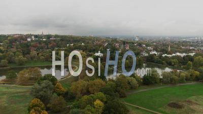 Village Géorgien Au Nord De Londres Avec étangs - Vidéo Drone