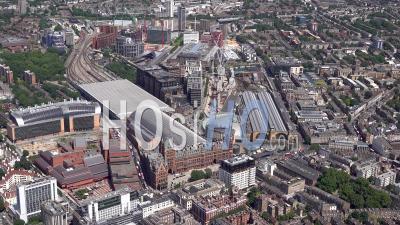 Les Gares De Kings Cross Et St Pancras à Londres Filmées En Hélicoptère