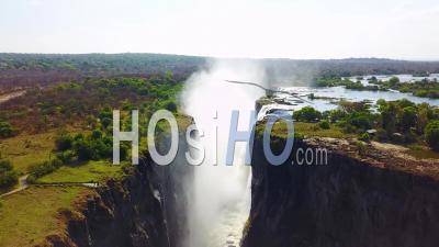 Vue Aérienne Des Majestueuses Chutes Victoria Sur Le Fleuve Zambèze à La Frontière Du Zimbabwe Et De La Zambie, Inspiration D'afrique -Vidéo Drone