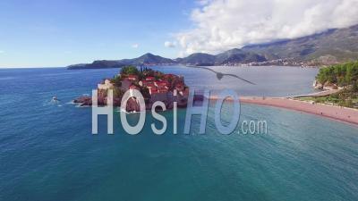Vue Aérienne Sur La Magnifique île De Sveti Stefan Au Monténégro - Vidéo Drone