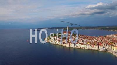 Vue Aérienne De La Ville De Rovinj En Croatie - Vidéo Drone
