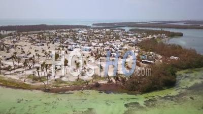 Vue Aérienne Sur L'enroulement De La Destruction Par L'ouragan Irma Près Des Florida Keys - Vidéo Drone