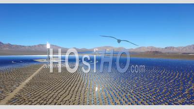 Vue Aérienne D'une Vaste Ferme D'énergie Solaire Dans Le Désert De Mojave - Vu Par Drone