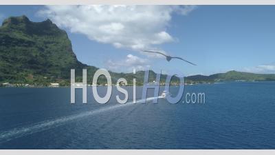 Vue Aérienne Du Lagon De Bora Bora, Polynésie Française – Vidéo Drone
