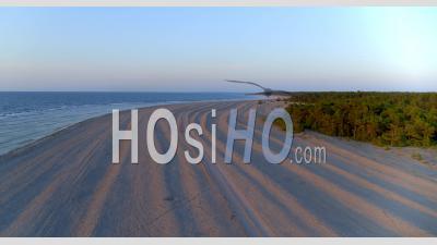 Chemin De Terre Dans Un Paysage Côtier Calcaire, Gotland, Suède, Vidéo Drone