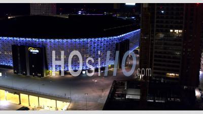 Friends Arena Stadium éclairé En Bleu La Nuit à Stockholm, Suède - Vidéo Drone