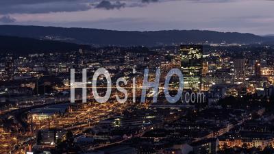 Vue Aérienne De Zurich La Nuit, Suisse - Vidéo Drone