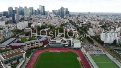Vue Aérienne Du Quartier De La Défense Et De Courbevoie - Vidéo Drone