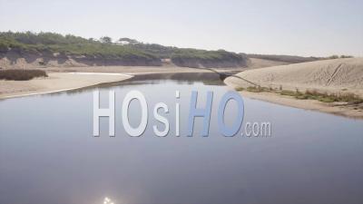 Descente De La Rivière Huchet à La Découverte De L'océan à Proximité De L'eau