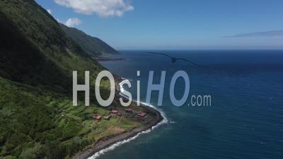 Falaises Et Côte De L'île San Jorge - Vidéo Drone