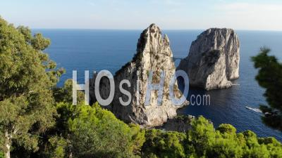 Faraglioni Rocks In Capri - Vidéo Drone, Italie