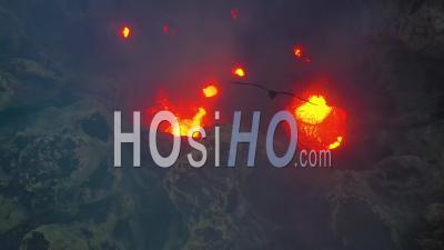 Activité Volcanique Et Lave En Fusion, Volcan Yasur, Ile De Tanna, Vanuatu - Vidéo Aérienne Par Drone