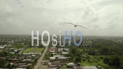 Village éloigné Au Suriname, Par Temps Couvert, Vue Aérienne - Vidéo Drone