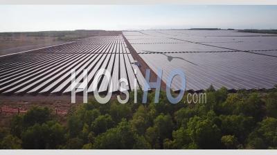 Ferme D'énergie Solaire - Vidéos De Drones Vidéo