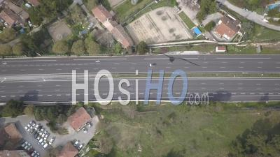 Autoroute A8 Déserte à Aix En Provence Pendant Le Confinement De Covid-19 - Vidéo Drone