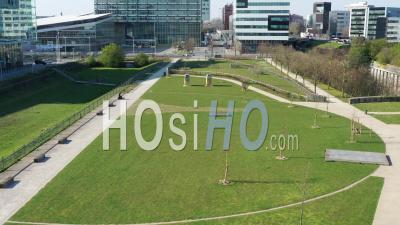 Lille Parc Vide Pendant Le Confinement Global De Covid-19 - Vidéo Drone