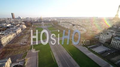 Panoramic View Invalides / Pont Alexandre 3 Bridge During Paris Lockdown 03/2020 - Video Drone Footage
