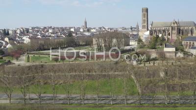 Cathédrale Et Quai De Limoges Pendant La Pandémie De Covid-19 - Vidéo Drone